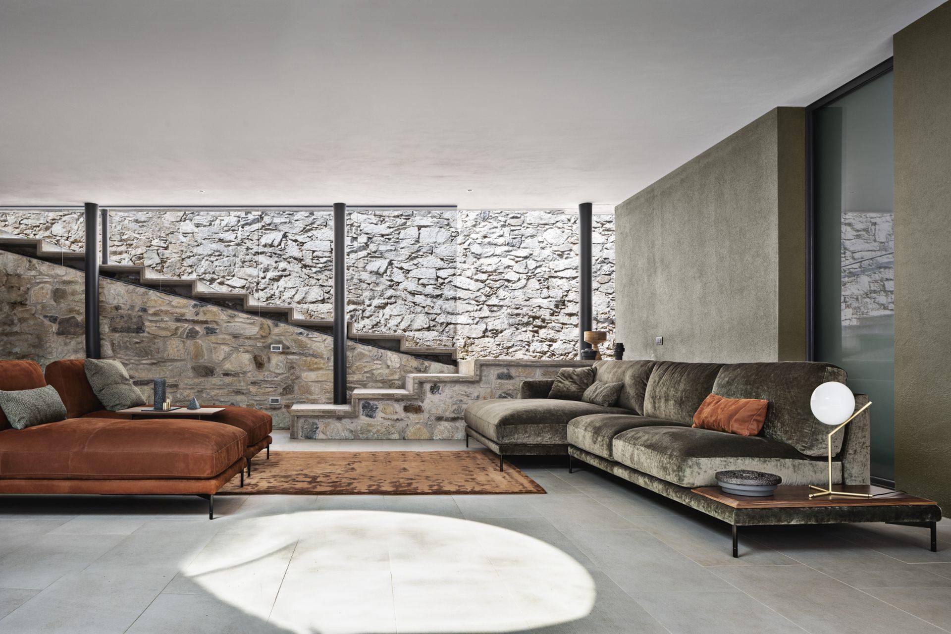 Італійські дивани NICOLINE з м'яким ефектом шику та відчуттям теплого затишку